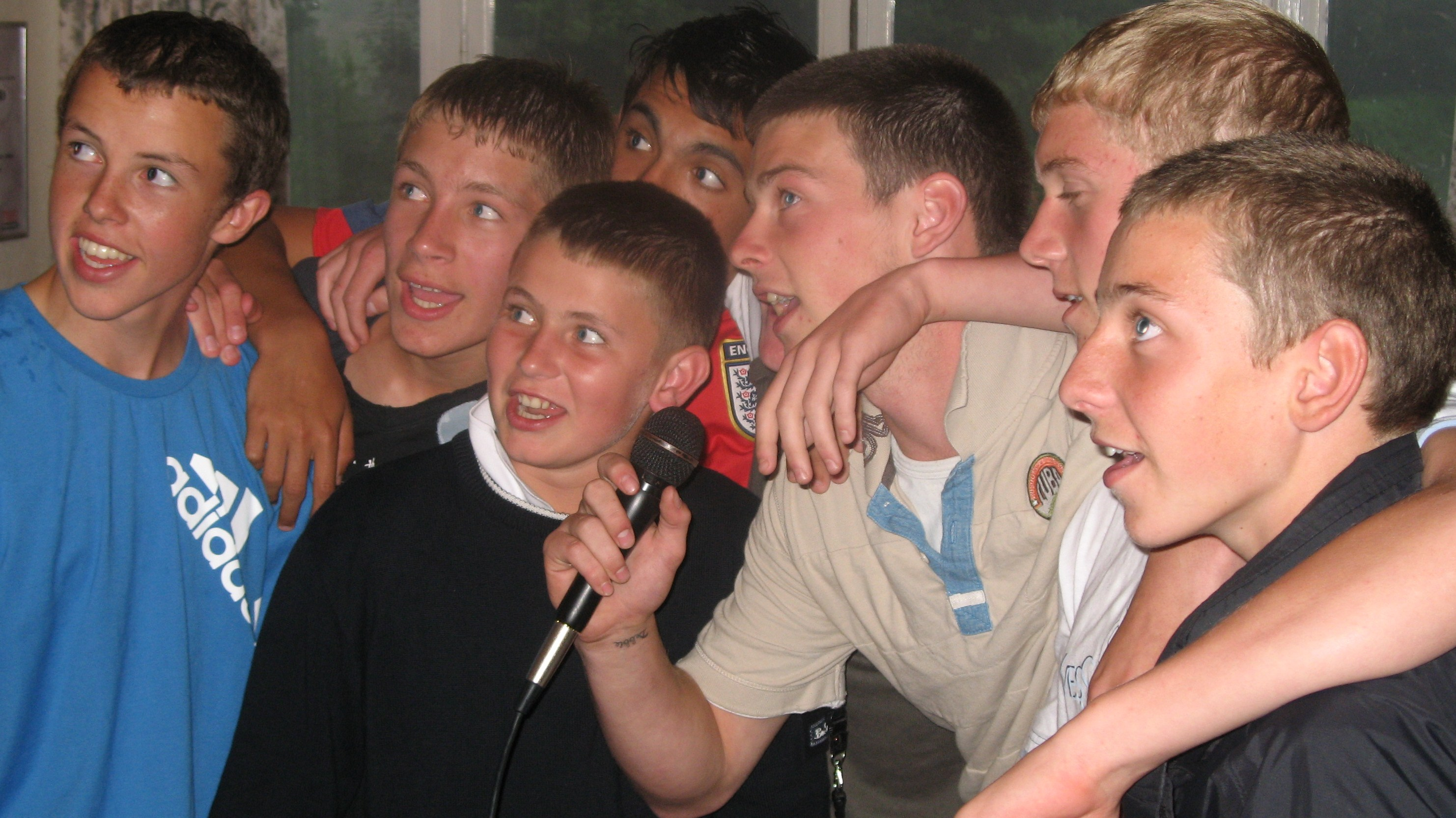 Karaoke Boys Fun Singing France