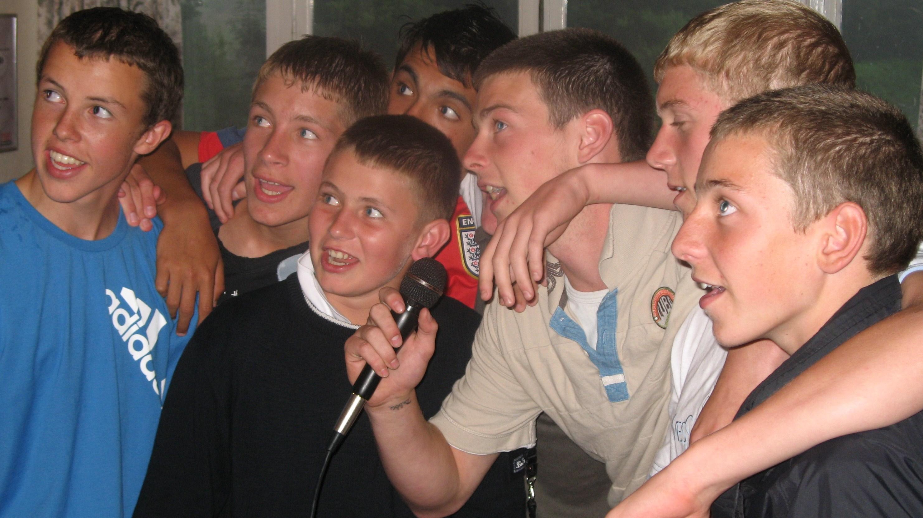 Karaoke Boys Fun Singing France